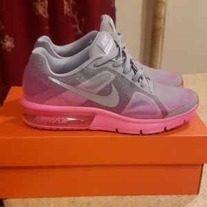 Nike air max sequent. fits women 6.5
